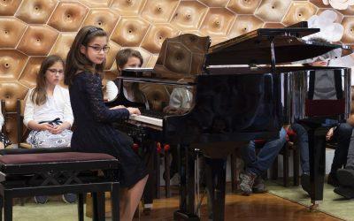 Anyák napi koncertet adtak Milbauer Mária növendékei