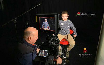 Új  gyerek – filmbemutató a Medvehagymaházban